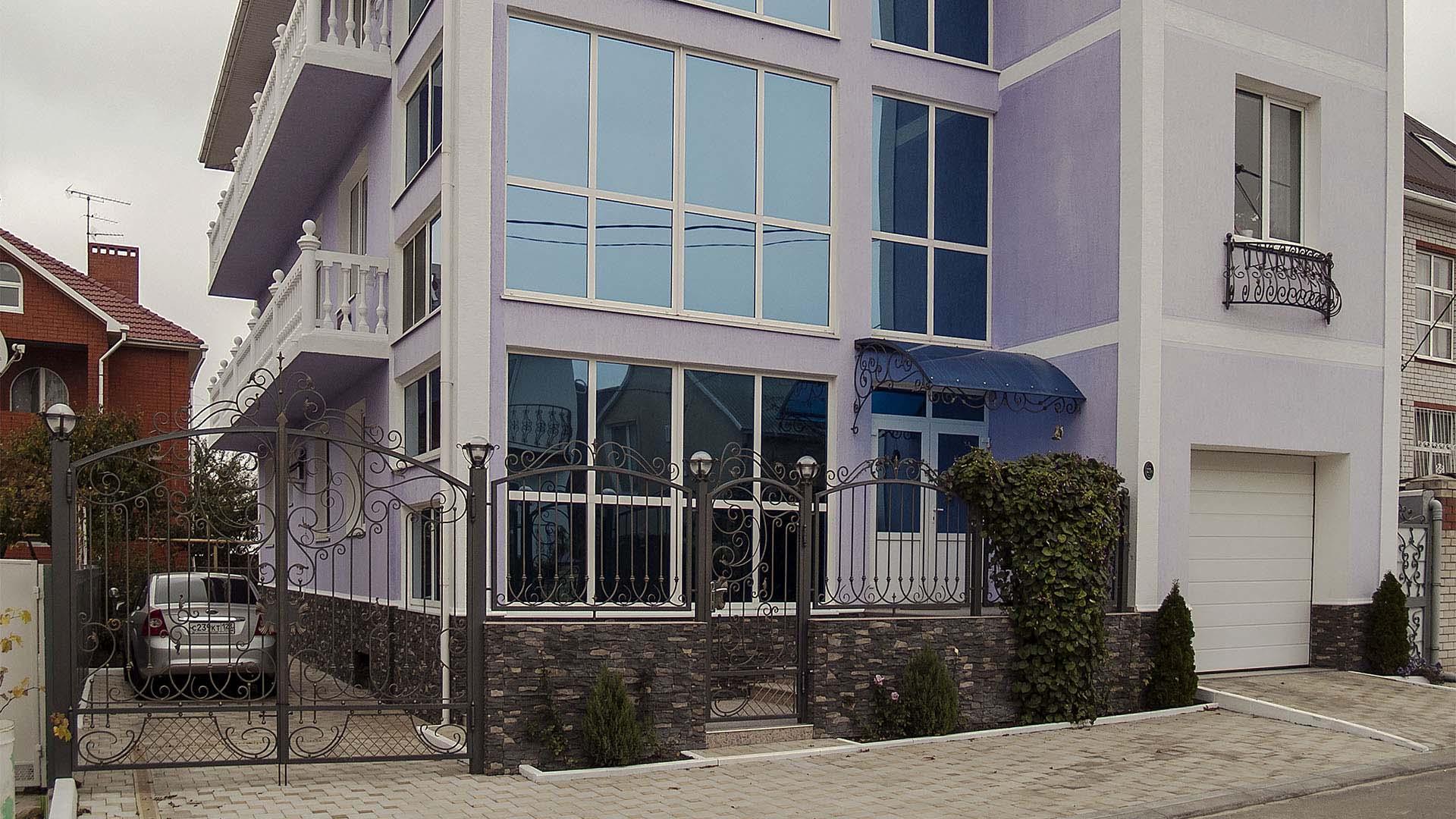 Кованые фасады для гостиниц под ключ