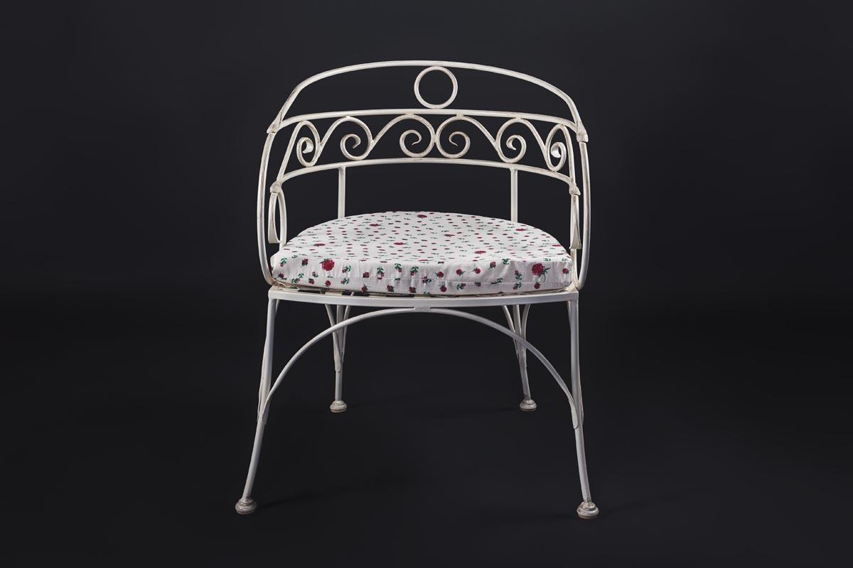 Кованые стулья белые с патиной