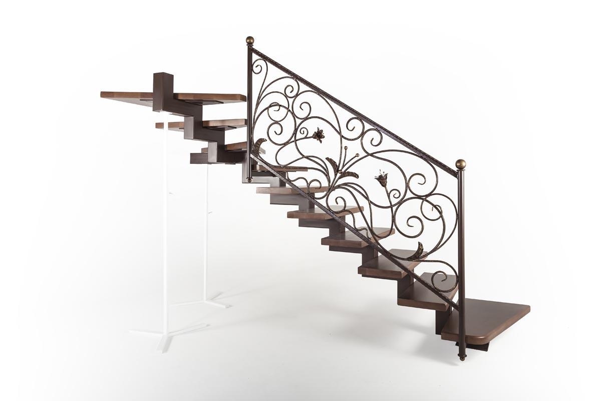 Лестница внутренняя с кованым ограждением - г.Анапа