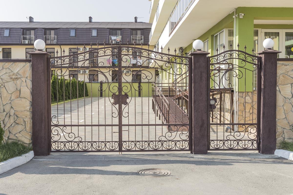 Открытые кованые ворота с калиткой - Витязево