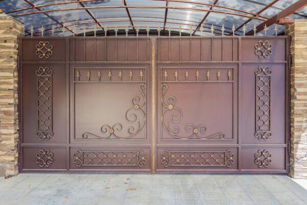 Стандартные прямые кованые ворота с калиткой