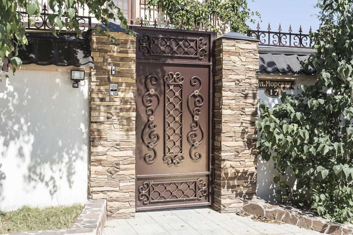 Стандартные прямые кованые ворота с калиткой - Супсех