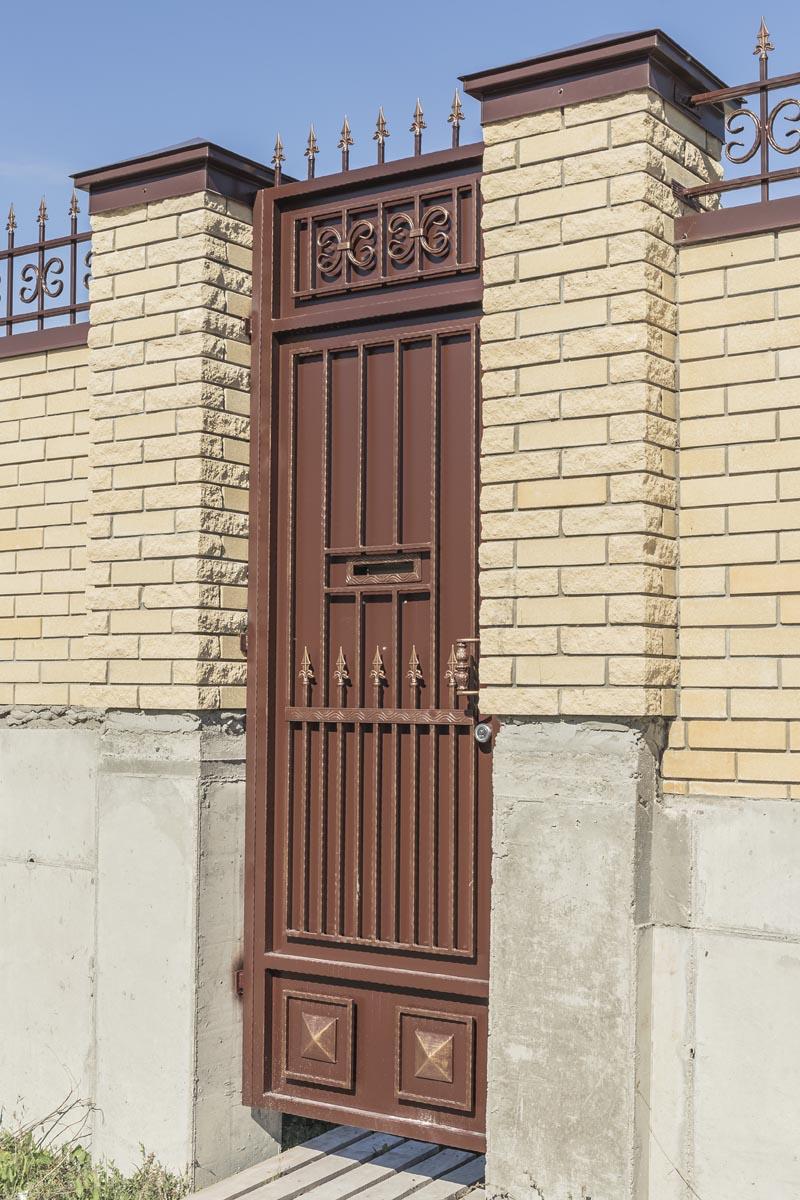 Стандартные ворота с автоматикой и ограждение - Новоросийск
