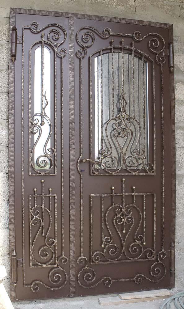 Дверь с коваными элементами - п.Сукко