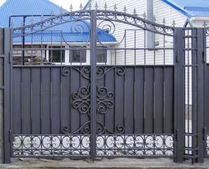 Кованые ворота, калитка  и заборные секции – г. Анапа