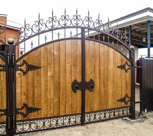Ворота и калитка с использованием дерева – п.Пересыпь