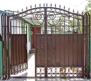 Кованые ворота со встроенной калиткой – п. Виноградный
