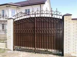 Кованые ворота, калитка и заборные секции – п.Алексеевка