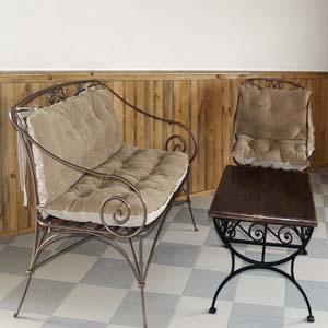 Кованые кресло, стул и столик