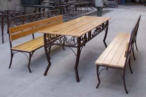 Кованая лавка и стол