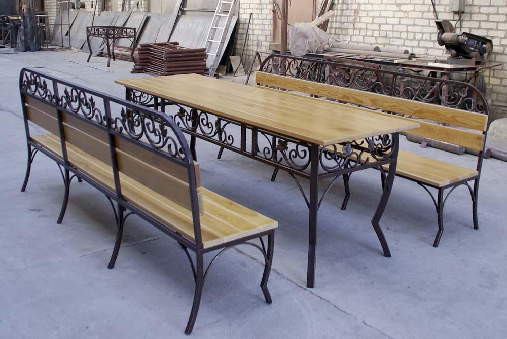 Кованые лавка и стол