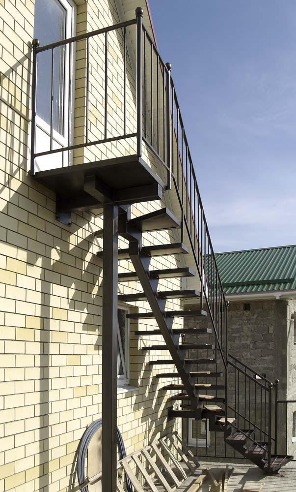 Лестница наружная с простым ограждением под плитку в станице Анапская