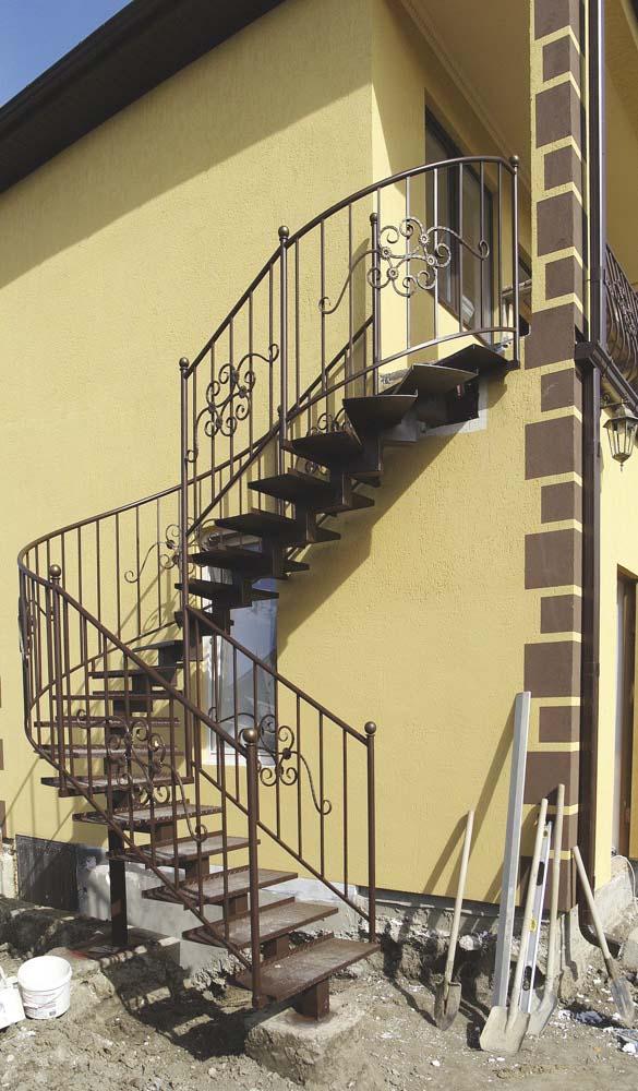 Лестница наружная с стандартным ограждением в поселке Супсех