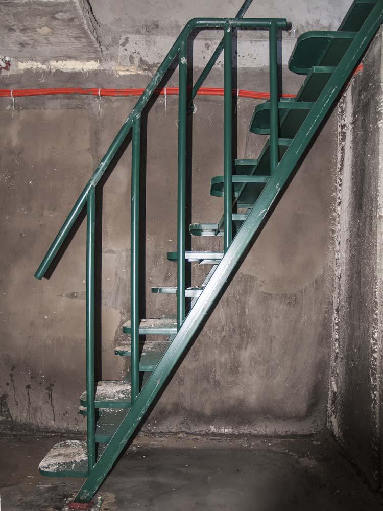 Лестница внутренняя с простым ограждением  в поселке Супсех