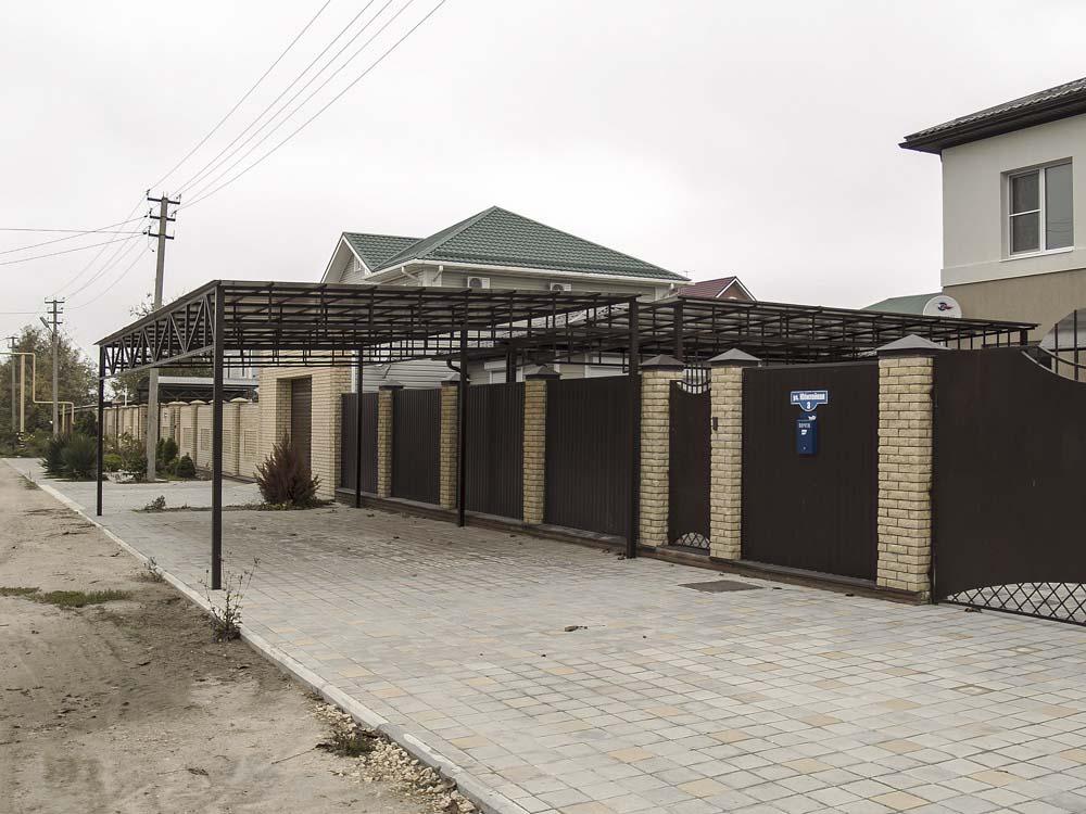 Навес с фермами в поселке Витязево