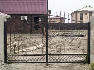 Открытые кованые ворота, калитка и заборные секции – х.Песчаный