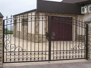Открытые кованые ворота, калитка и заборные секции – п.Витязево