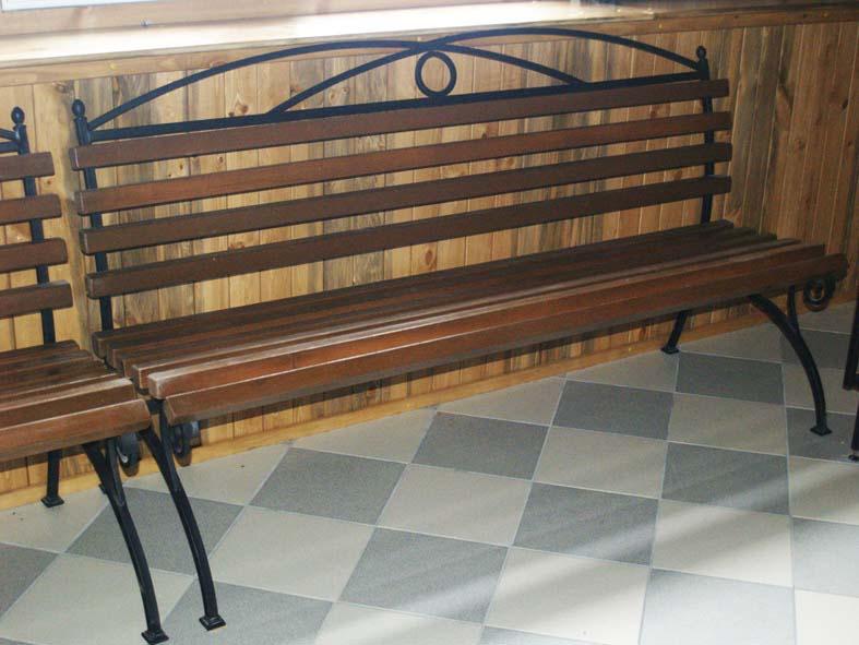 Металлическая скамейка