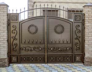 Стандарнтые кованые ворота и калитка и навершия