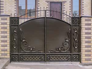 Стандартные кованые ворота и калитка