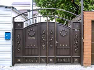 Стандартные кованые ворота со встроенной калиткой — г.Анапа