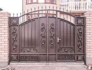 Стандартные кованые ворота со встроенной калиткой — п.Супсех