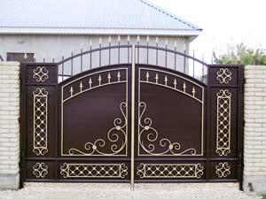 Стандартные кованые ворота и калитка — п.Виноградный