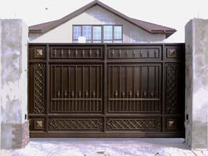 Стандартные откатные кованые ворота с автоматикой и калитка – п.Витязево