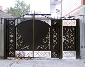 Стандартные кованые ворота калитка с открытым низом