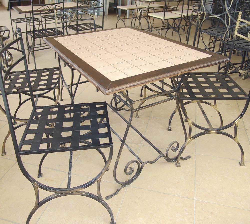 Стулья и столы в санатории Ривьера в городе Анапа