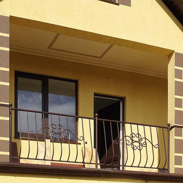 Стандартные балконные ограждения в двор