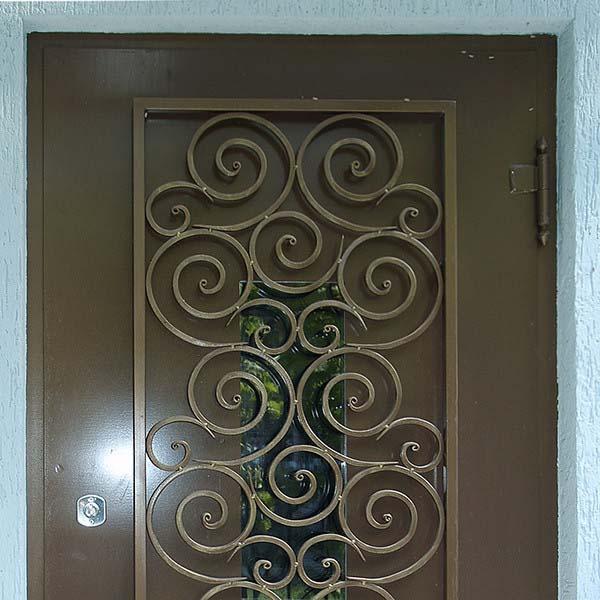 Дверь с коваными элементами — г.Анапа