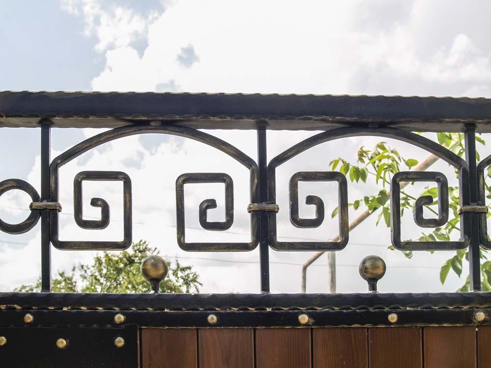 Элемент кованых ворота в Анапской