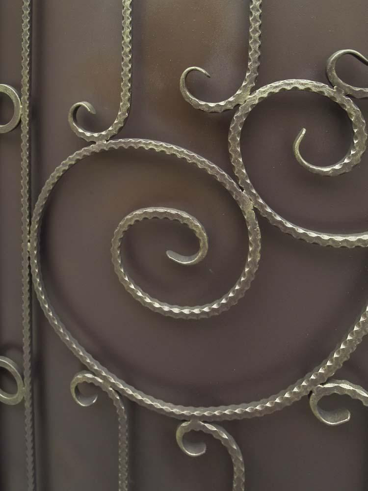 Элементы кованых ворот в городе Анапа