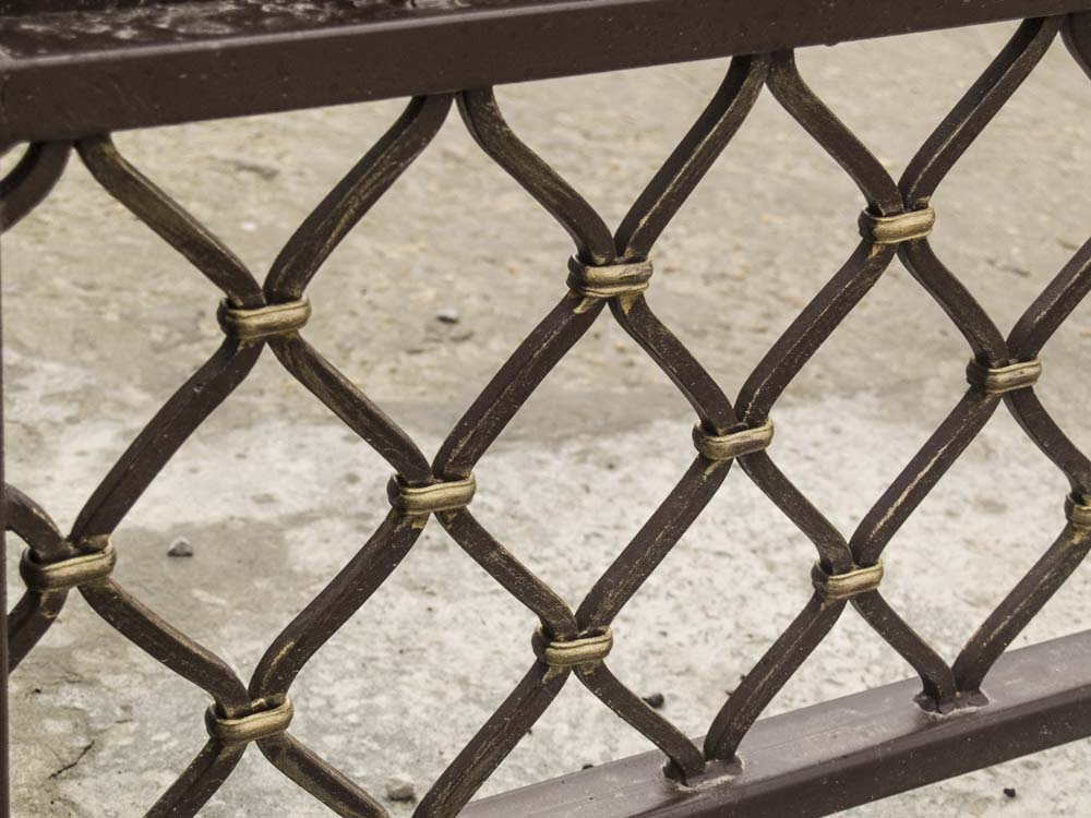 Элементы кованых ворота в поселке Витязево