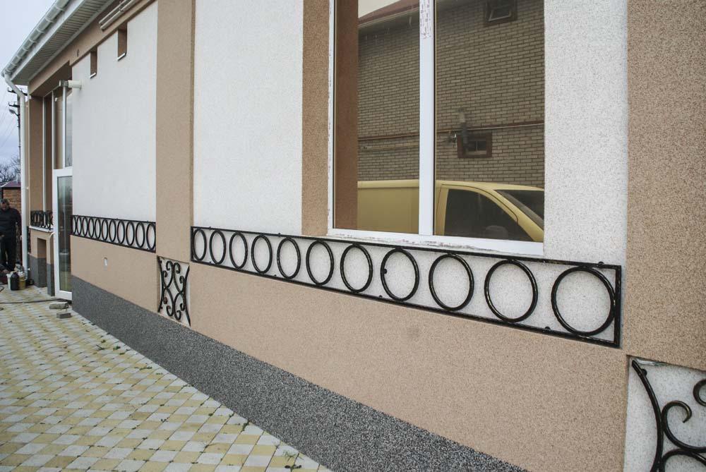 Кованный фасад в Цибанобалке