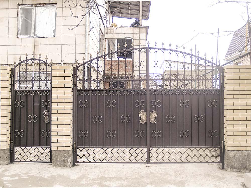 Кованые ворота и калитка в поселке Витязево