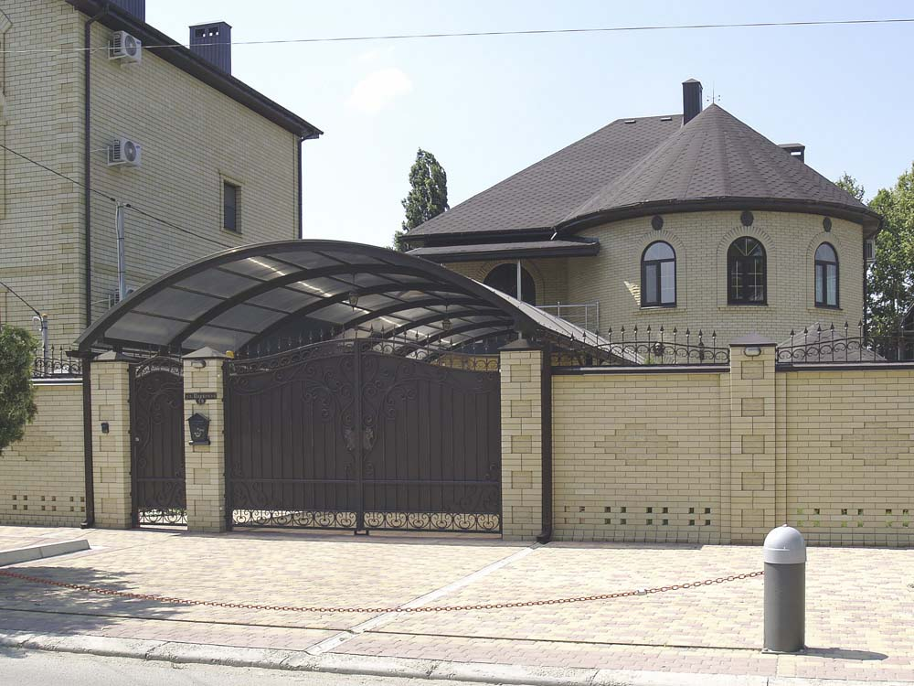 Кованые ворота и навес в городе Анапа