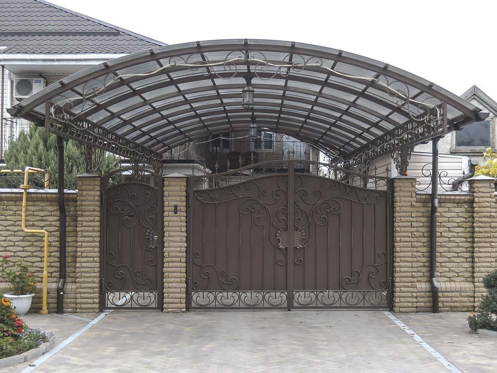 Кованые ворота и навес в поселке Витязево