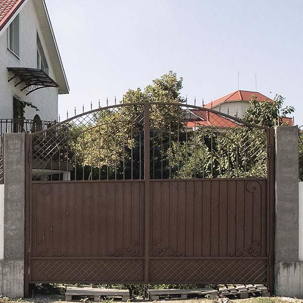 Кованые ворота, калитка, забор и навершия