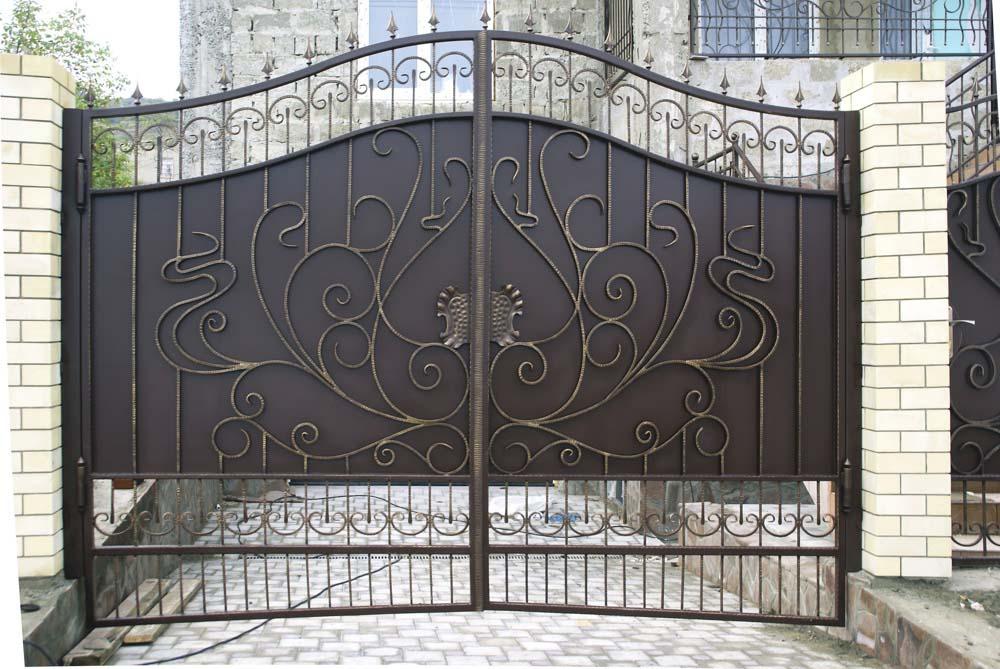 Кованые ворота в поселке Супсех