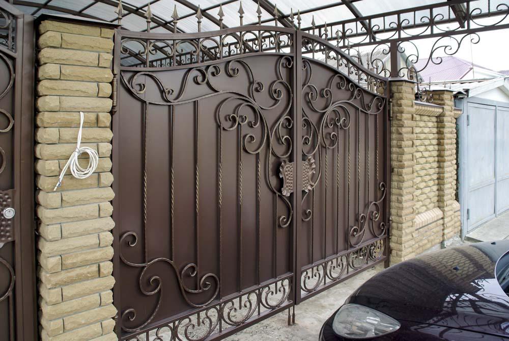 Кованые ворота в поселке Витязево