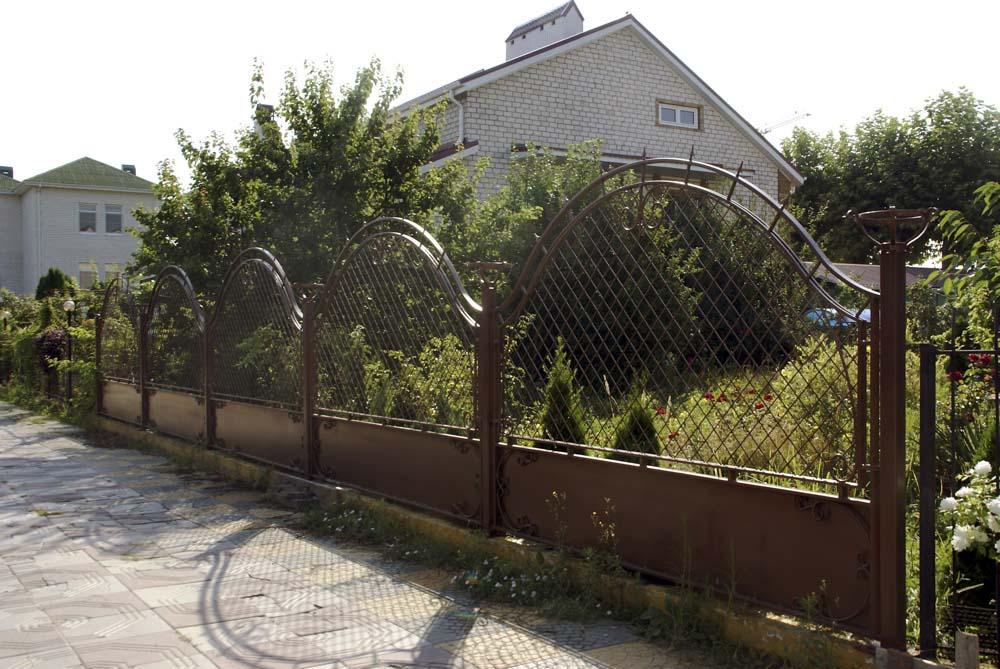 Кованые ворота заборные секции с фонарями в городе Анапа