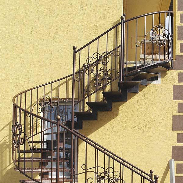 Лестница наружная с стандартным ограждением