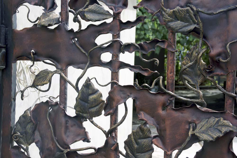 Открытые кованые ворота ручной работы в станице Анапская