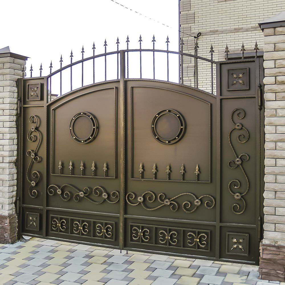 Стандарнтые кованые ворота E2 в поселке Пятихатки