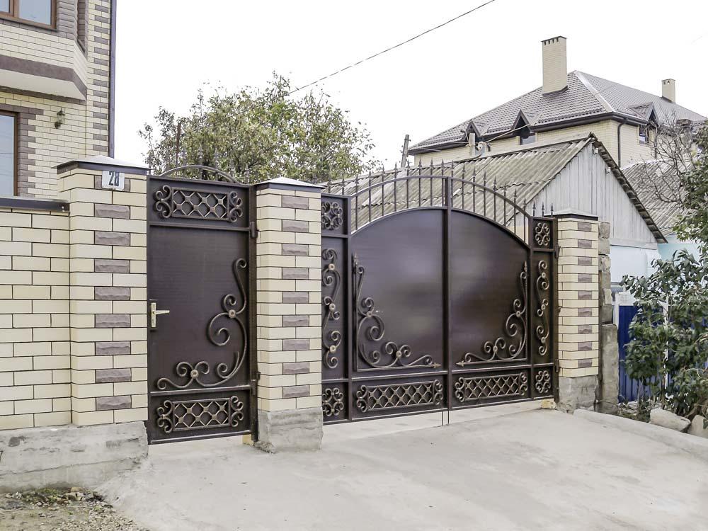 Стандартные кованые ворота Д6 и калитка А8 в поселке Супсех