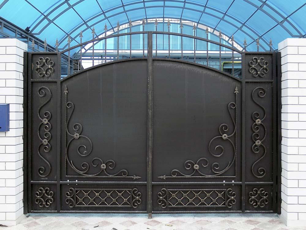 Стандартные кованые ворота Д6 в поселке Виноградный