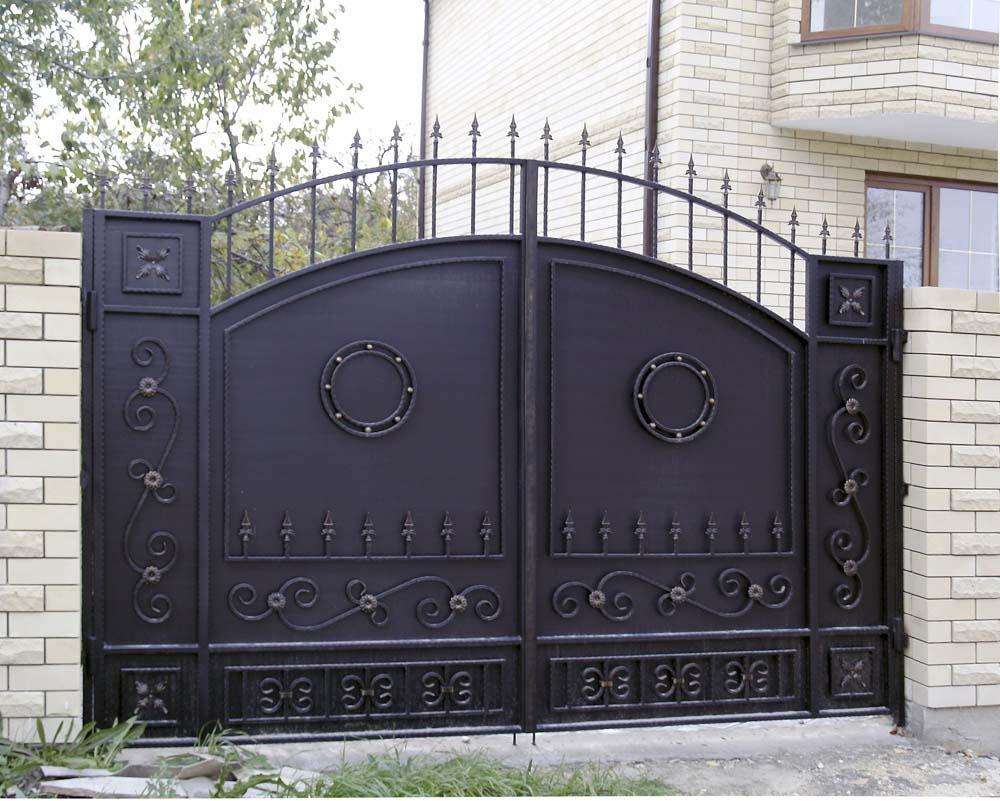 Стандартные кованые ворота Е2 в поселке Супсех