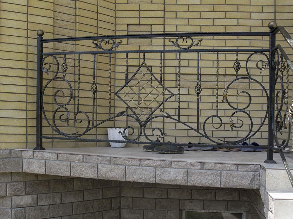 Уличные балконные и лестничные ограждения в Анапе